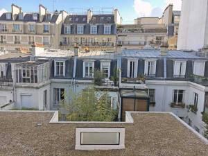 ラ・ロッシュ=ジャンヌレ邸からみた周辺の建物群(伝統様式の建築)|ル・コルビュジエ建築|フランス(パリ)