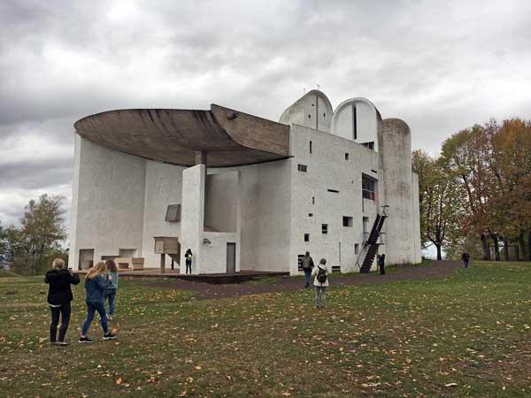ロンシャンの礼拝堂(ノートル・ダム・デュ・オー礼拝堂)|ル・コルビュジエ建築|フランス