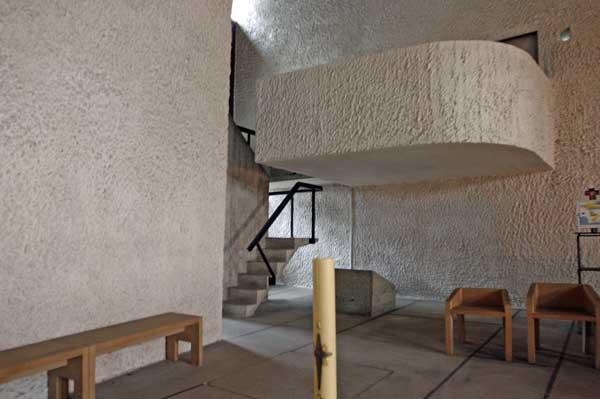 ロンシャンの礼拝堂の内部|ル・コルビュジエ建築|フランス