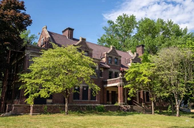Akron's Steinway Hall