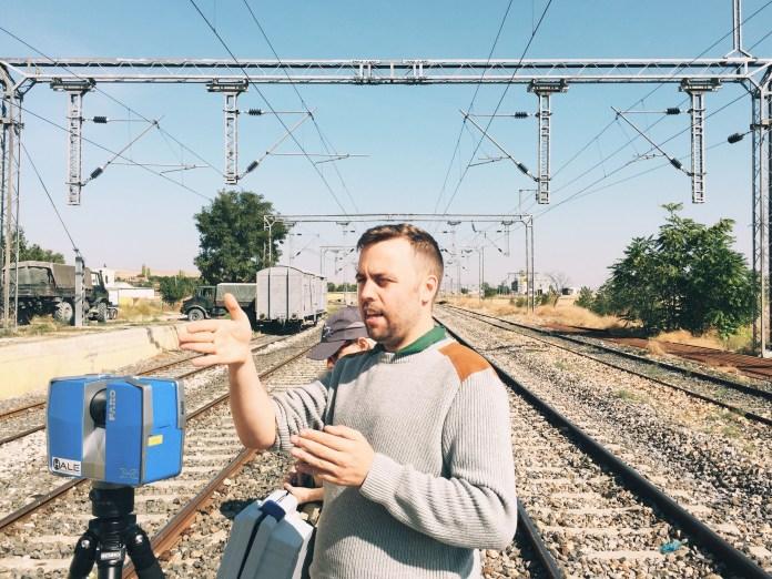Project director Peter Christensen explains the scanning process at Beylikköprü, a village in Ankara Province.