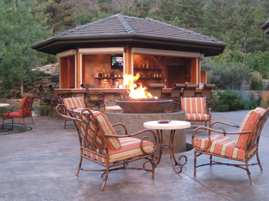 awesome-outdoor-living-fireplace.jpg on Amazing Outdoor Fireplaces  id=69688