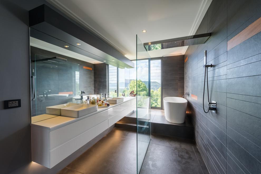 18 Sleek Modern Bathroom Designs You'll Fall In Love With