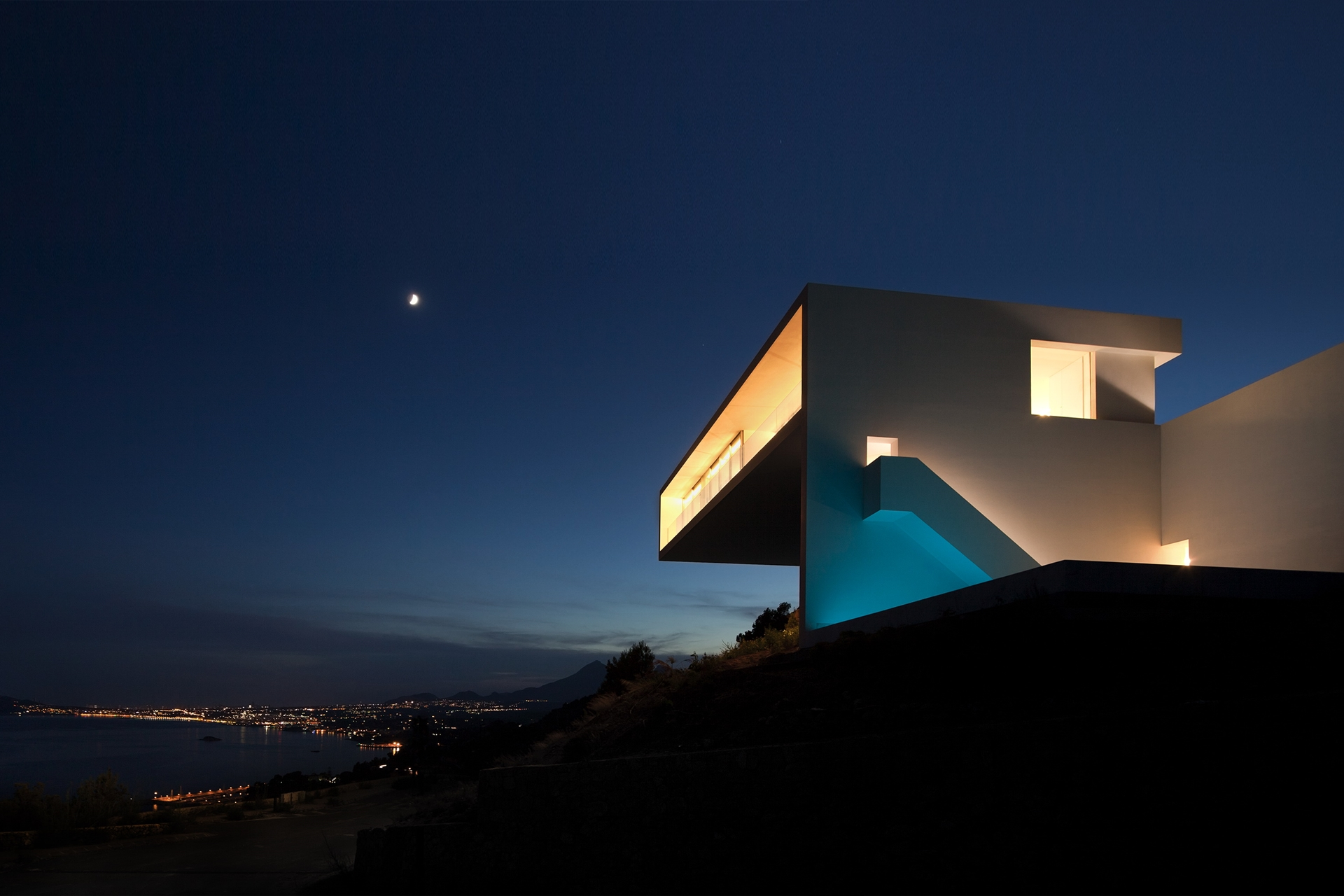 Minimalist House Design Breathtaking Home On The Cliffs