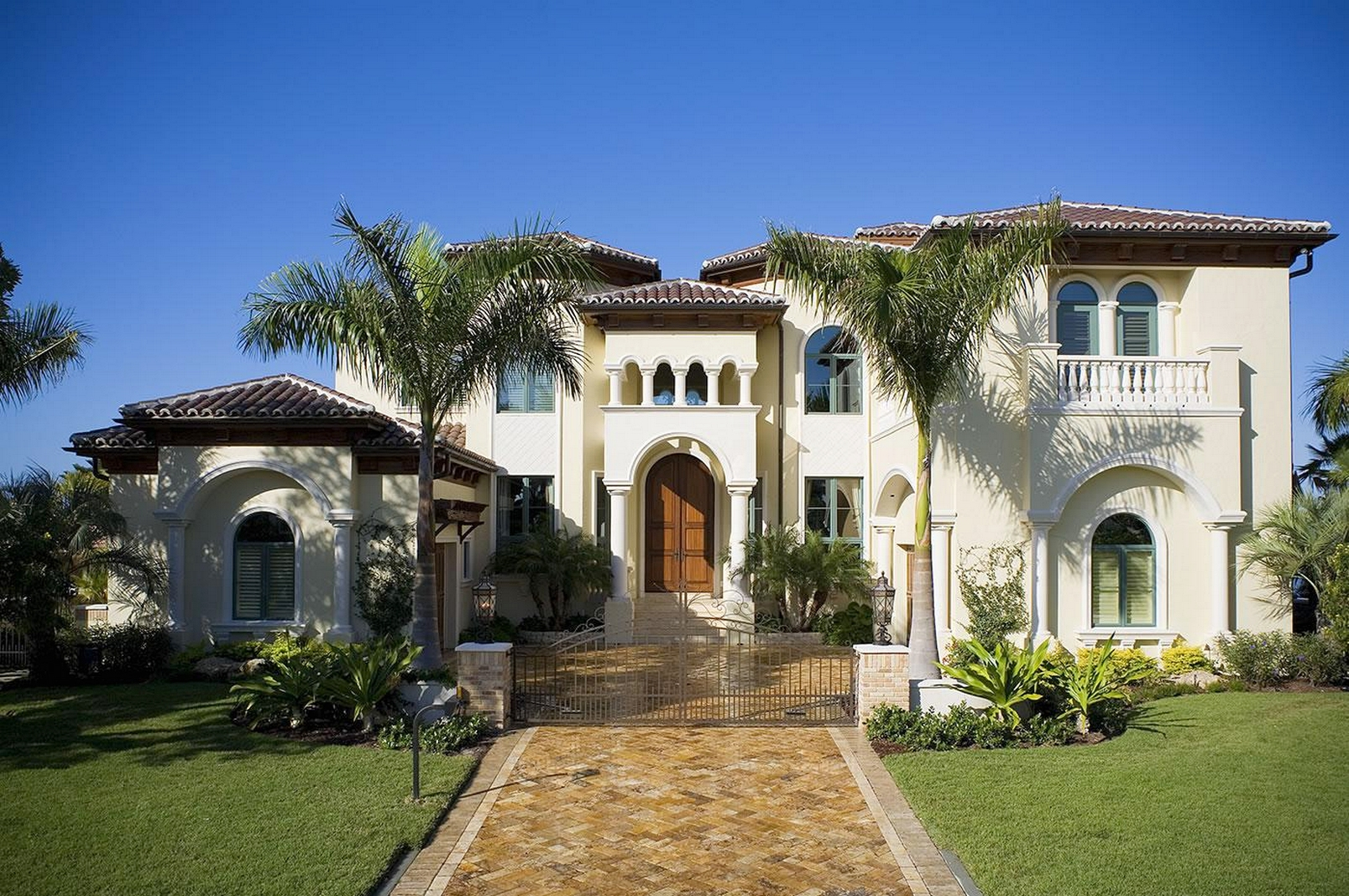 Mediterranean Style Homes Design Ideas | ArchitectureIn