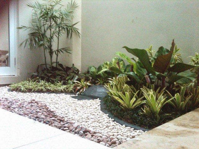 Grass and Natural Stone for Unique Terrace