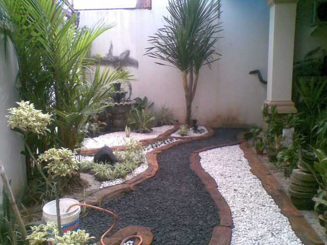 Rocky Path for Backyard Garden