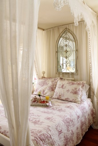 Floral Themes Romance Bedroom With Canopy