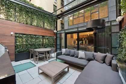 Vineing Plants and Transparent Glass Roofs for Natural Style Home