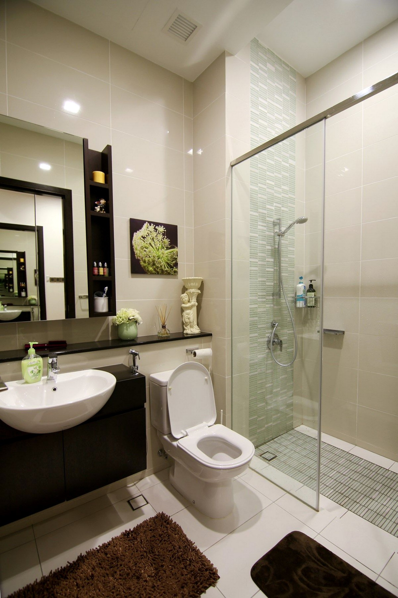 Spacious Room for Simple Bathroom Design Without Bathtub