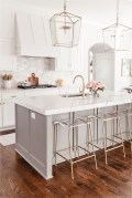 Simple White Kitchen Bar With Star Pendant Lamp
