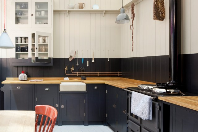 Traditional Style for Monochrome Style Kitchen