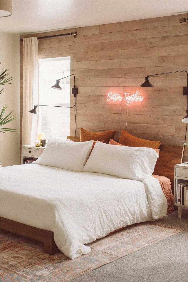 Wood Accent To Calm Bedroom Atmosphere