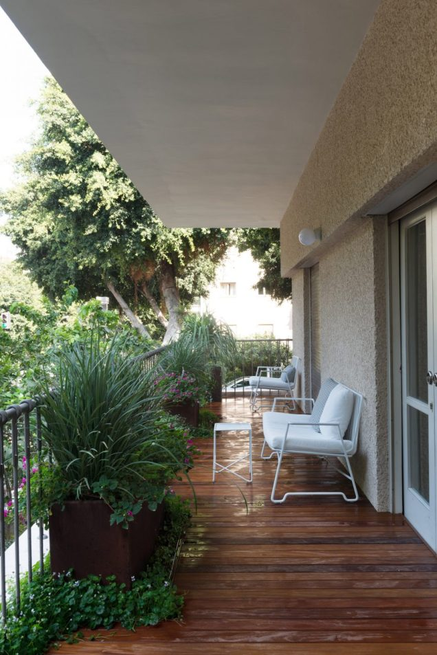 Balcony for White-style Apartment with Refreshing Green Accents