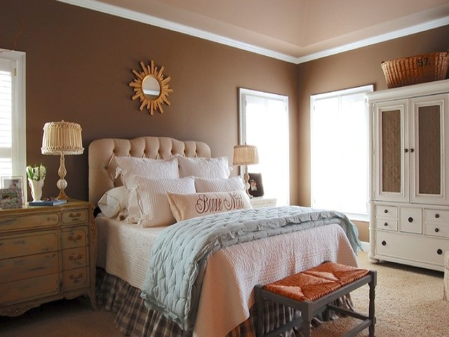 Brown Wall for Master Bedroom with Various Interest Colors