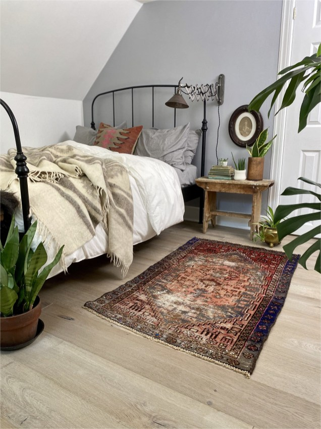 Small Bohemian Bedroom With Rug Ideas