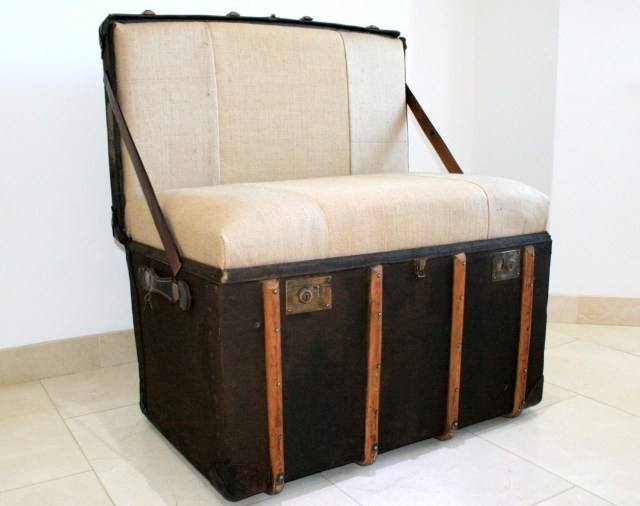 Old Suitcase for Bedroom Decoration with Used Goods
