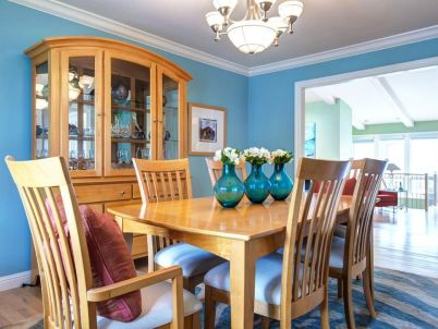 Bright Atmosphere for Dining Room with All-Blue Theme