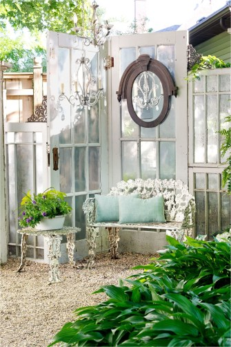 Vintage Window Garden Decorations Ideas