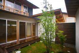 Japanese Style for Home Yard Design that Has Charming Impressions