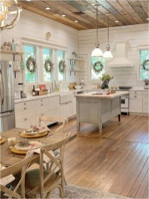 Warm Wood Color For Farmhouse Kitchen Ideas