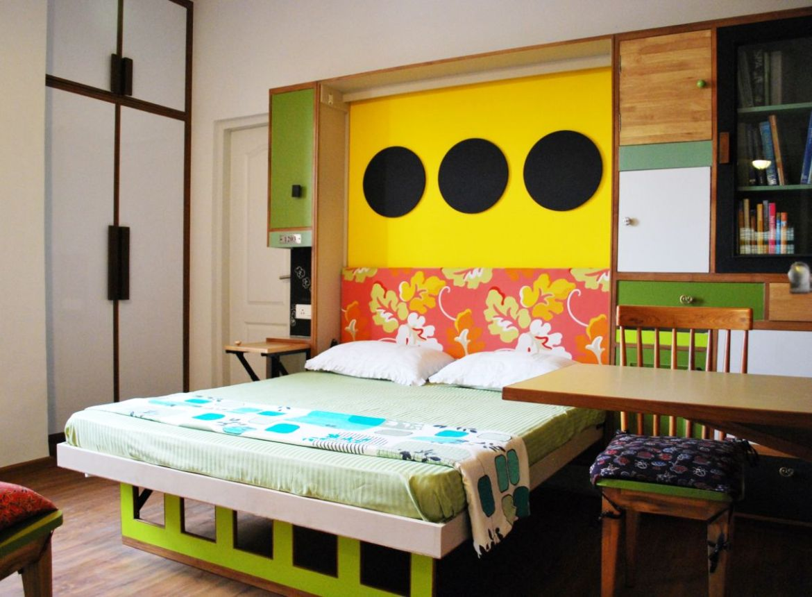 Home is where the heART is: Architects' Apartment at Greater NOIDA, by Layers Studios for Design and Architecture 15