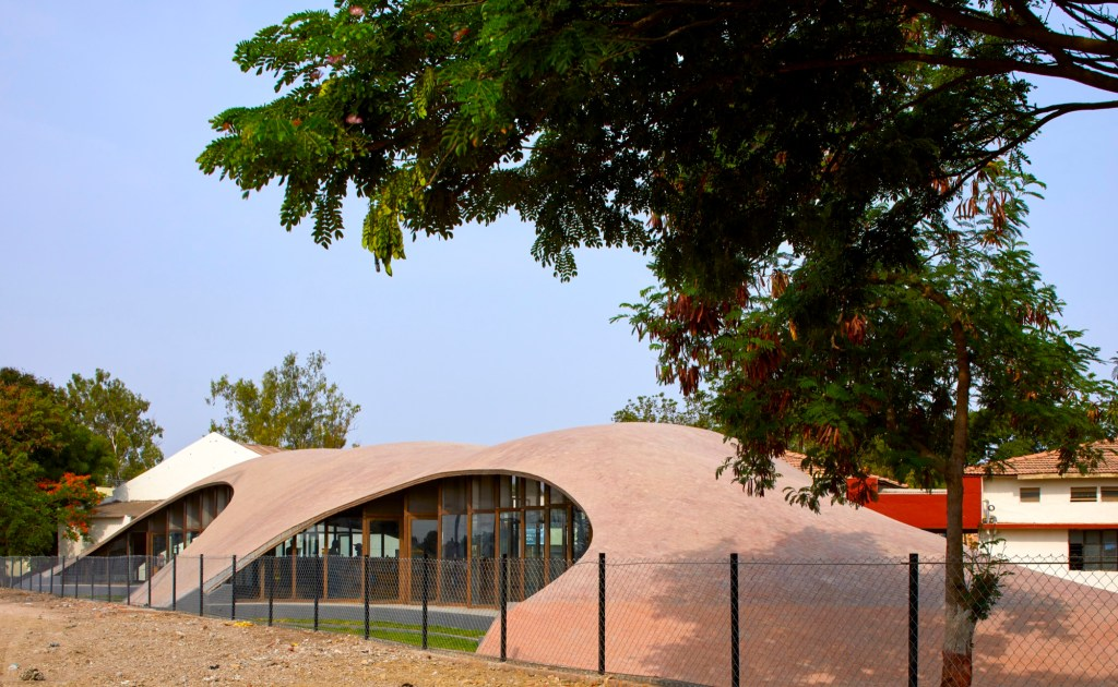 Maya Somaiya Library, Sharda School. Kopergaon, Maharashtra, India, by Sameep Padora and Associates 4