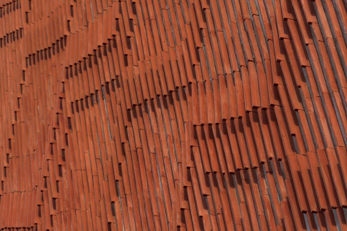 Clay roof tiles façade to minimize heat gain and has decorative function, at Vadodara, by Manoj Patel Design Studio 90