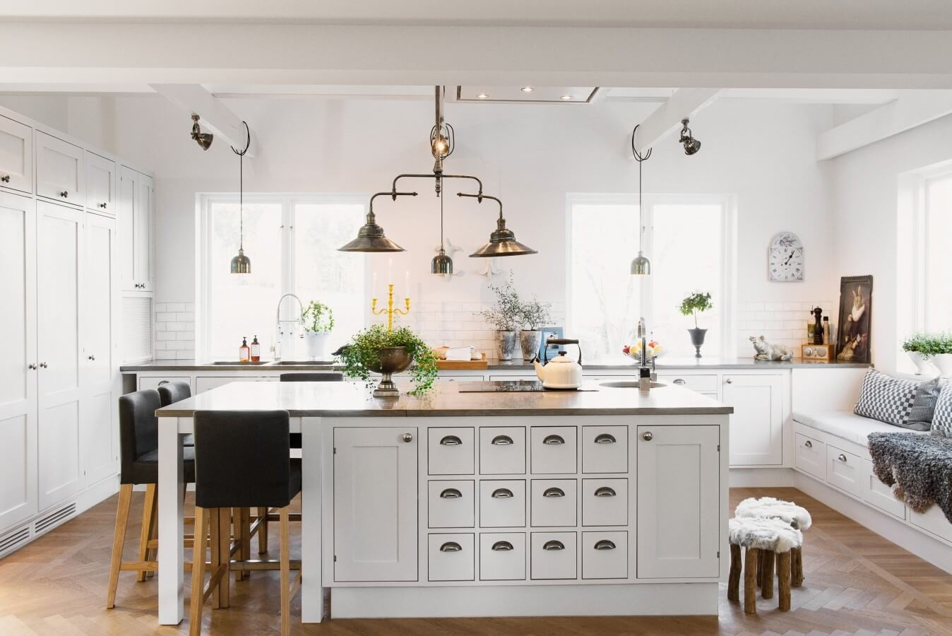 20 Spectacular Traditional Kitchen Design That Leave ... on Traditional Kitchen Decor  id=90567