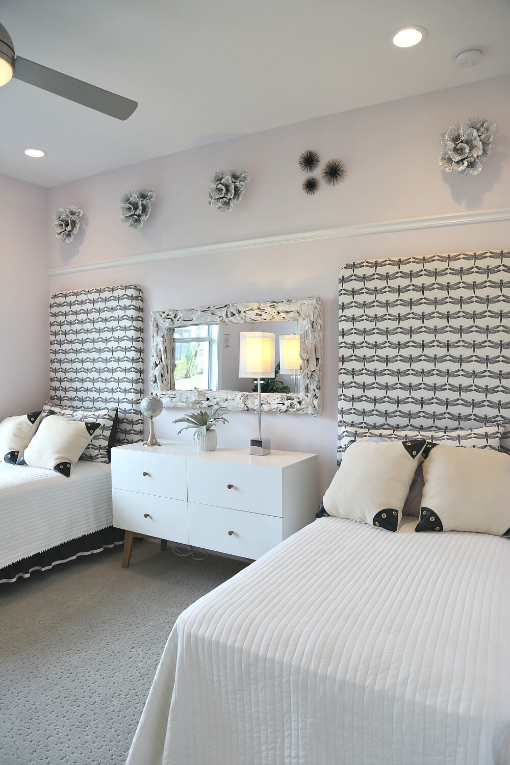 15+ Inspiring Teenage Girl Bedroom Ideas That She Will Love on Rooms For Teenagers  id=79227