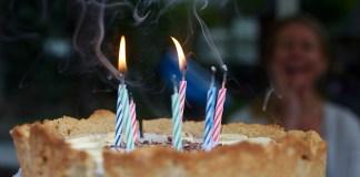 świeczki na torcie