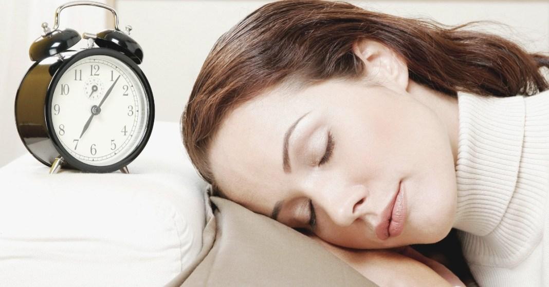 kobieta zaspała do pracy