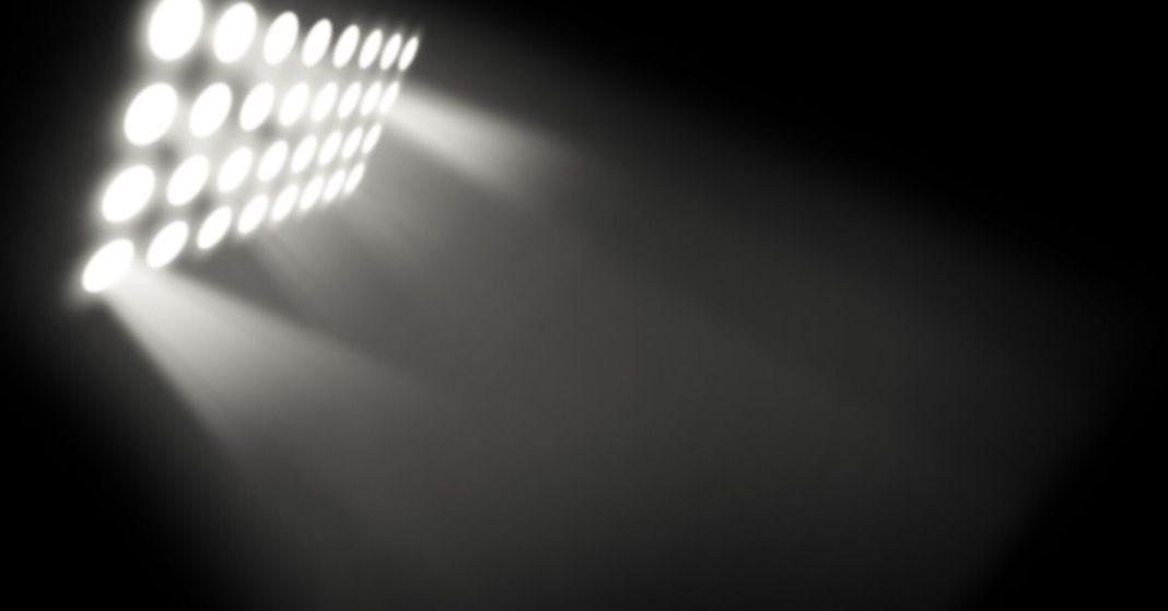 reflektor oświetlający mrok