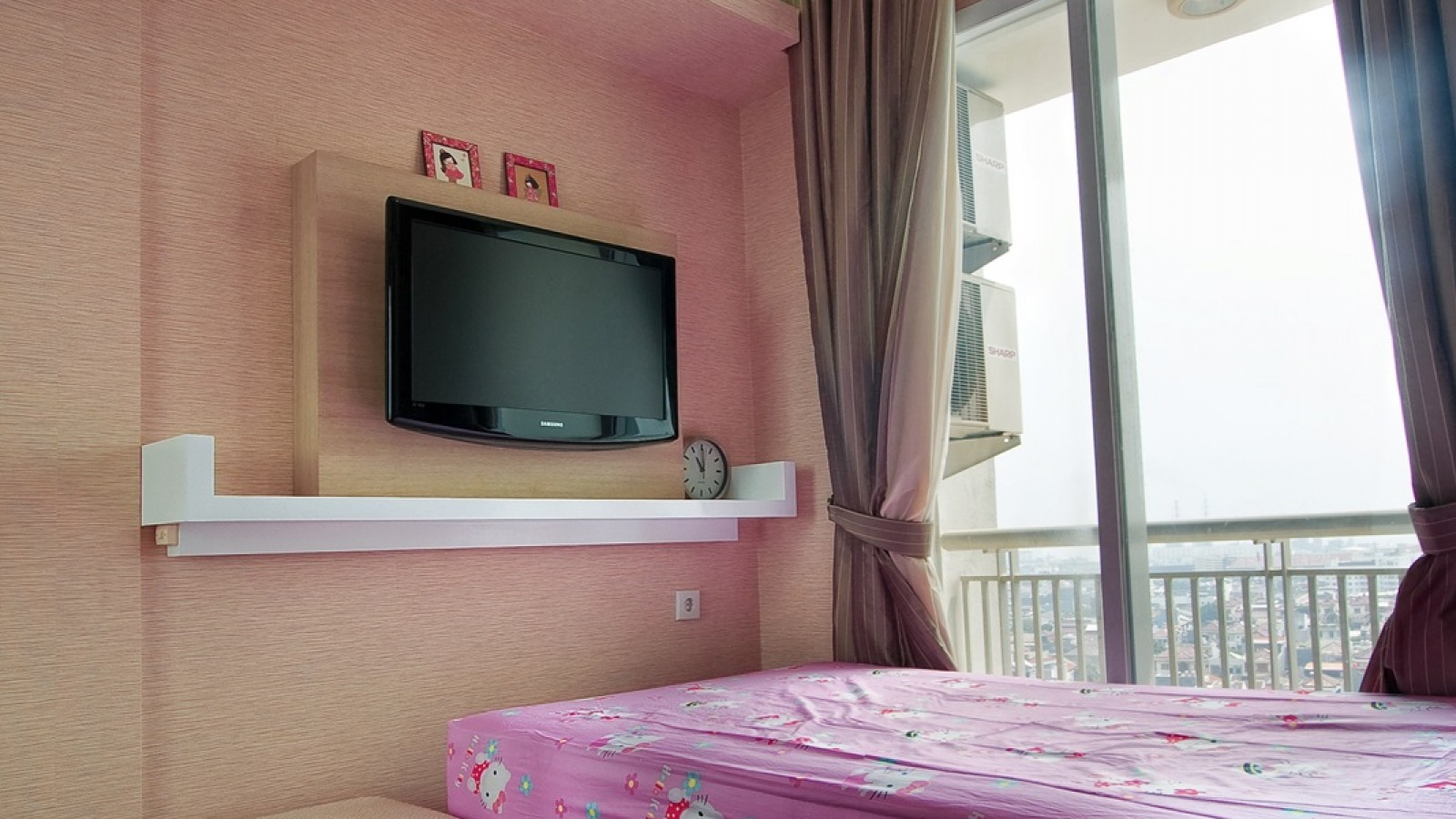 Interior-Apartment-Jakarta-Pluit-Bedroom-02
