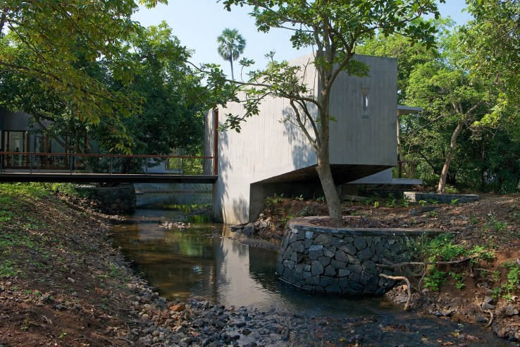 1398342677284Architecture BRIO House on a Stream 03 Master Pavilion Bridge
