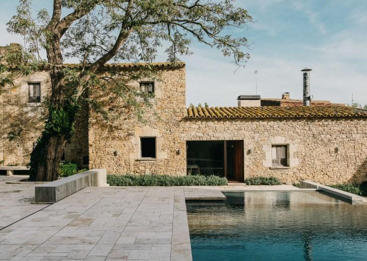 1455810847493mesura architecture castell peratallada piscina pool arquitectura girona stone marble water design castle 20