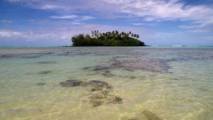 Քուք կղզիներուն վրայ հեռաձայնի կապ գոյութիւն չունի, հոն արբանեակի միջոցով կը կապուին համացանցի:
