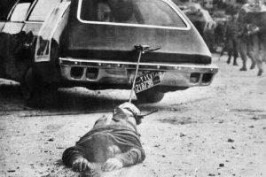 Հոլիտէյ Ինի առջեւ գերի բռնուած փաղանգաւոր միլիսի մը սպանութիւնը