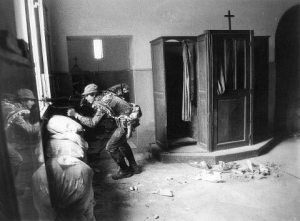 Պաղեստինցի ֆետայիներու դիրք մարոնի եկեղեցիի մը մէջ