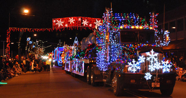 A Decorated Semi Tractor Trailer Entertains Crowd Of Thousands During Cloverdale S Annual Santa Parade