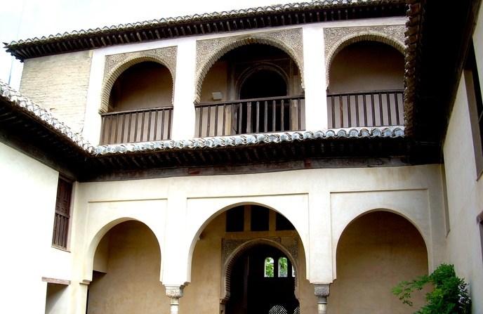 Sisa-sisa kediaman Fāṭhimah, Dar al-Hurra, di Granada  Interior Palacio Dar al-Horra Granada