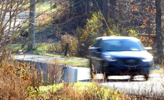 WOODBURY CT. 12 November 2018-111218SV03-Cars move along Middle Road Turnpike in Woodbury Monday.Steven Valenti Republican-American