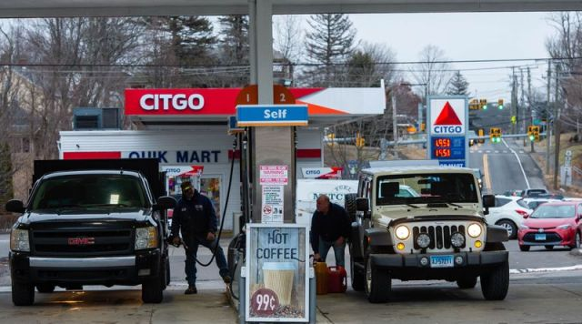 The Gulf station and the Citgo station on Route 6 in Plymouth were both filled with customers on Sunday as the both had gas under $2 per gallon. (Jim Shannon/Republican-American)