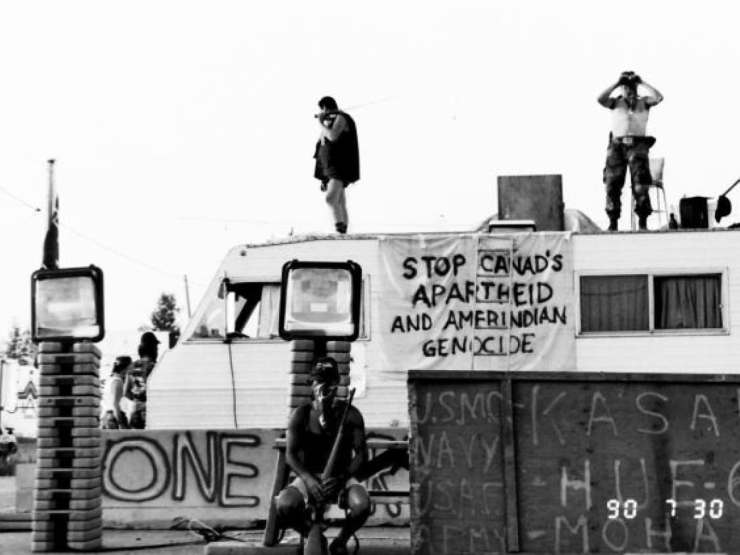 july 30, 1990: kahnawake mohawks keep an eye on residents of châteauguay, who are rallying nearby to express their unhappiness with the situation in kanesatake.