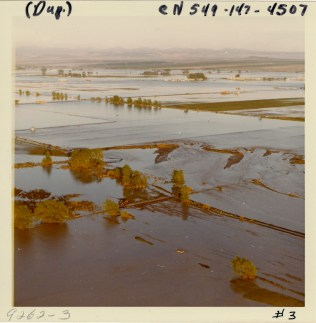 Flooding caused by Teton Dam failure (NAID 28894679)