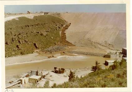 Photograph showing growing mud stream on the right side of the dam face (NAID 28894682)