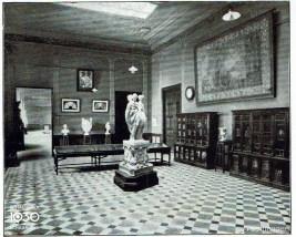 Binnenplaats als tentoonstellingsruimte voor de werken van de leerlingen