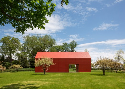 red-barn-roger-ferris_dezeen_1568_1-1