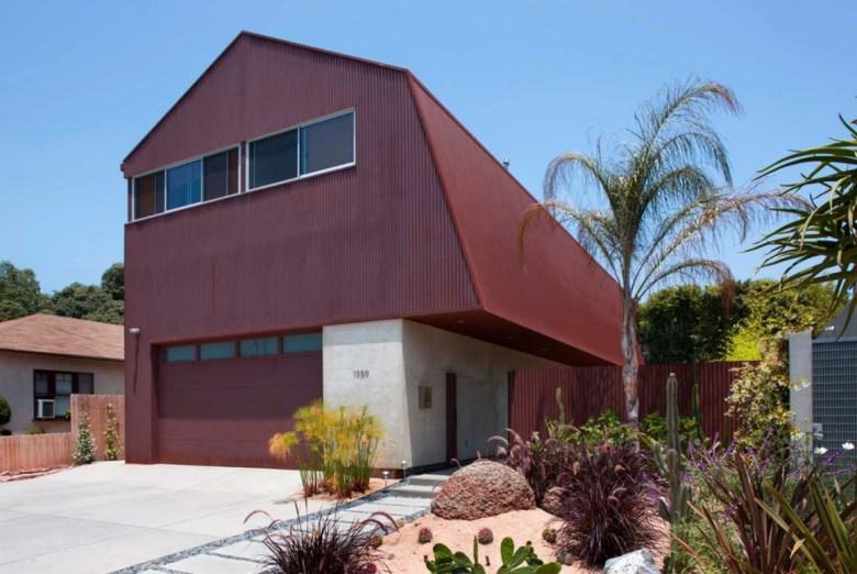 Modern Metal Barndominium