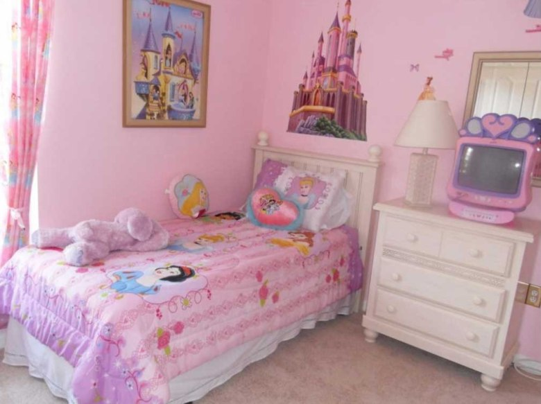 Small Furniture for Her Small Bedroom